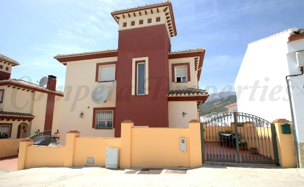 Townhouse in Canillas De Albaida
