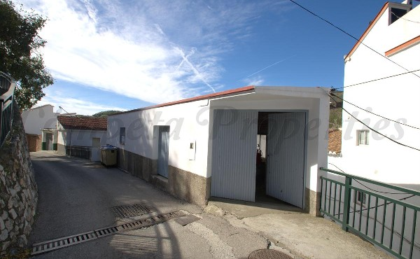 Garage in Árchez